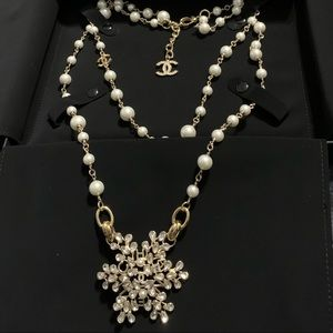 Gold-tone metal Chanel multistrand Pearl necklace